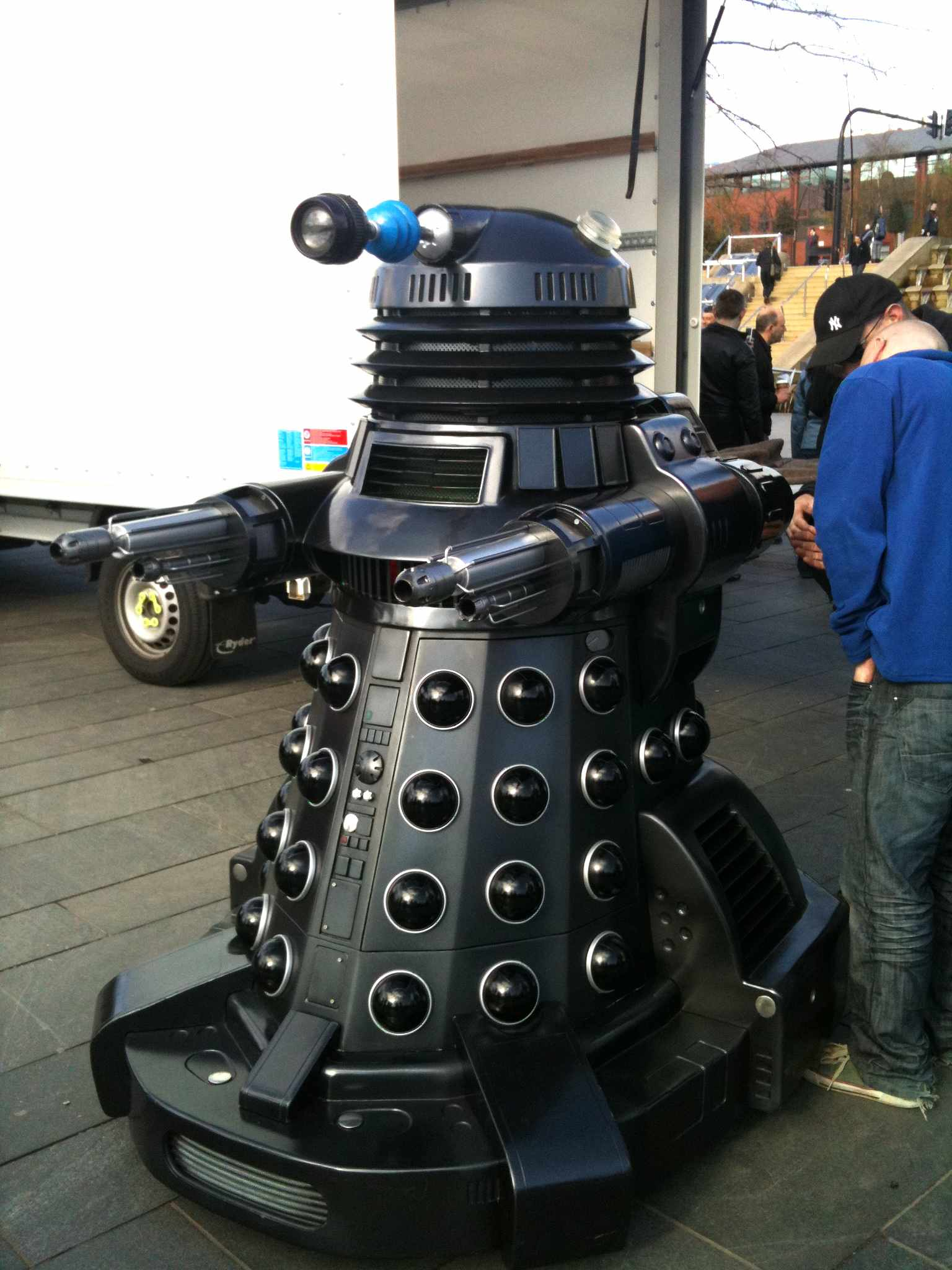 An all-black Dalek with machine guns for both arms